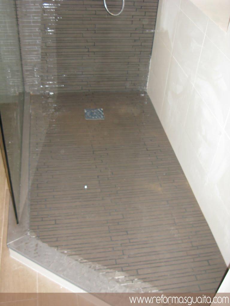 Baño Familiar Medidas:Un baño blanco bien distribuido ~ Reformas Guaita