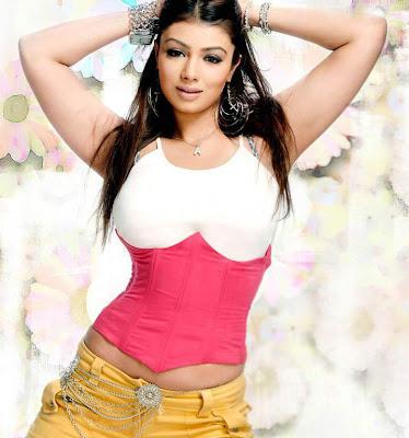 Takia show Ayesha boob