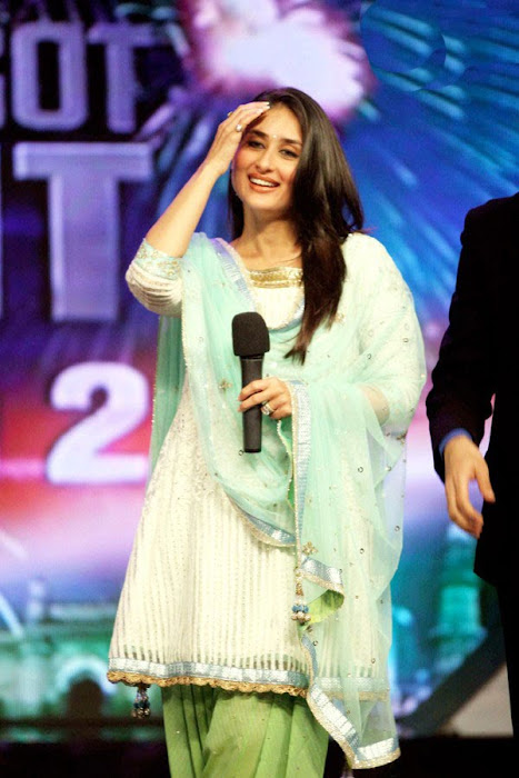 kareena kapoor on the sets of india got talent photo gallery