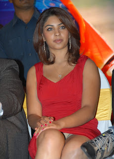 ACTRESS RICHA GANGOPADHYAY SHOWNG HER PANTIES