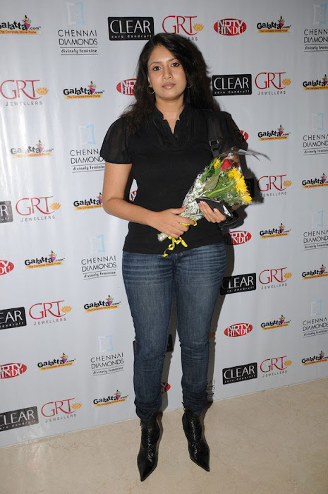 sangavi in black tshirt at blind date premiere latest photos