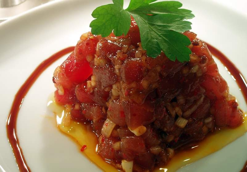 Loulou dans la cuisine je vois rouge thon rouge - Comment cuisiner le thon rouge ...