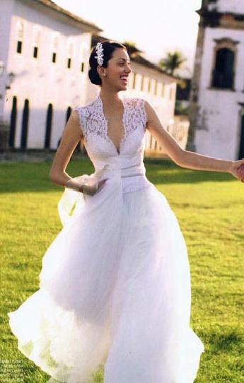 Chasing rainbows kissing frogs david fielden bridal gowns for David fielden wedding dresses