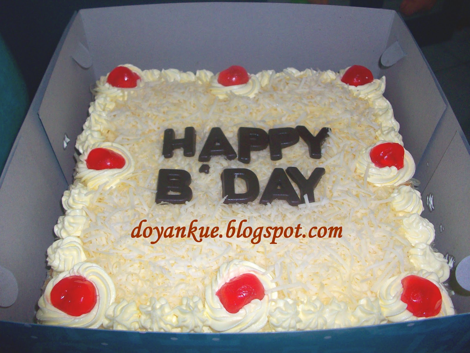 kue ulang tahun yang pake keju ...katanya buat temennya , sederhana ...
