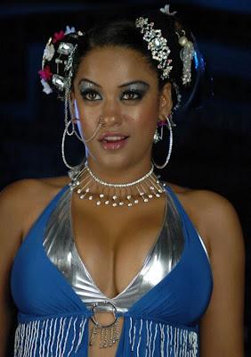 http://3.bp.blogspot.com/_WWlgoV9T8gA/S97I9kzU1SI/AAAAAAAABjA/2VJfWDHeY8k/s1600/mumaith+khan+too+sexy+(7).jpg
