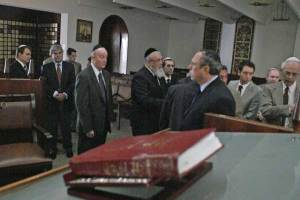 [Personalidades-visitan-la-Sinagoga-tras-ataques.preview]