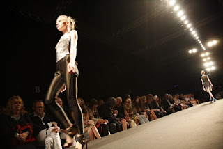 BRAGIA+SS2011+ +3 WHO IS ON NEXT