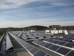 Photovoltaik-Dachanlage mit 1320 Solarmodulen