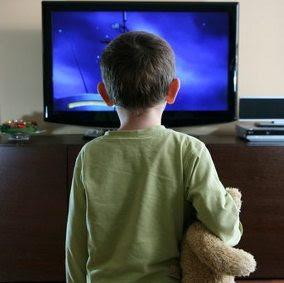 6 dampak begatif nonton tv bagi anak-anak