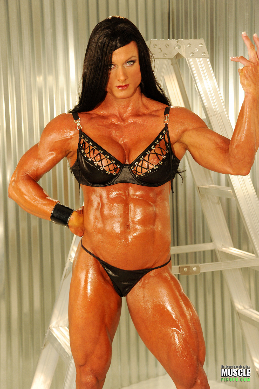 female bodybuilders: FEMALE BODYBUILDERS SEXXXY!!!!!