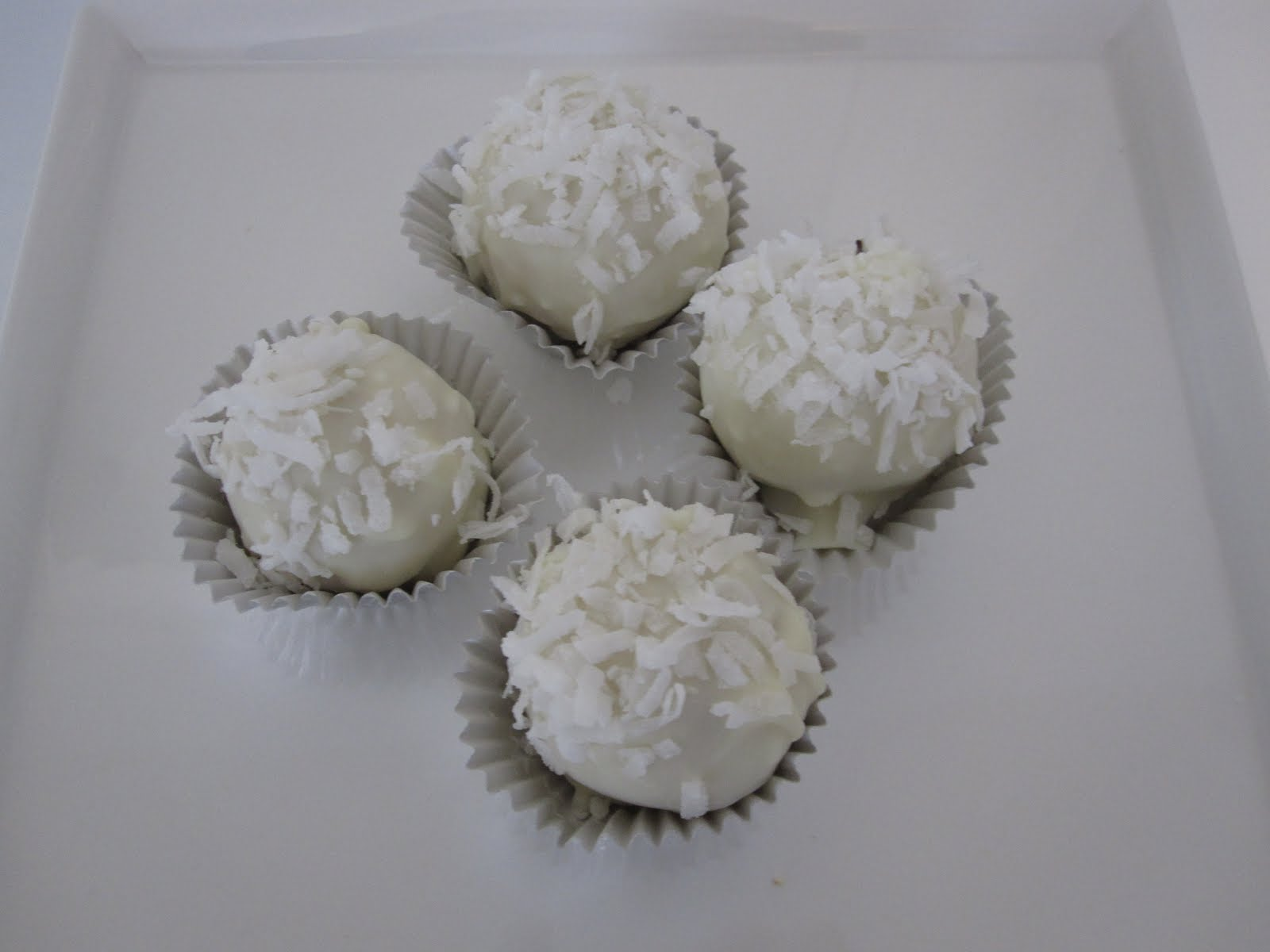 Cakes and Cookies by Andrea: Coconut Cream Cake Pops