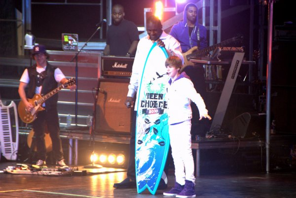 Justin Bieber in concert with Team Choice
