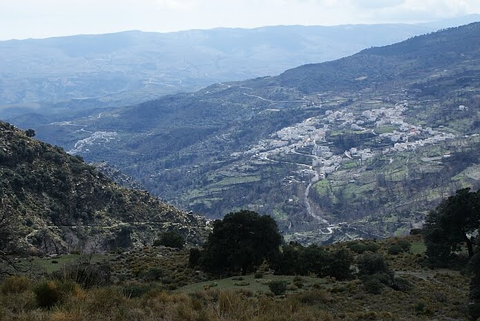 Sendero de las Encinas with Mecina Bombarón and El Golco in the background - photo: casa rural El Paraje