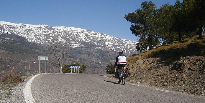 A sunny February 24th on the A-4130 cycling from ´El Paraje´ to Trevelez, with the Mulhacén in the background - foto: casa rural El Paraje.