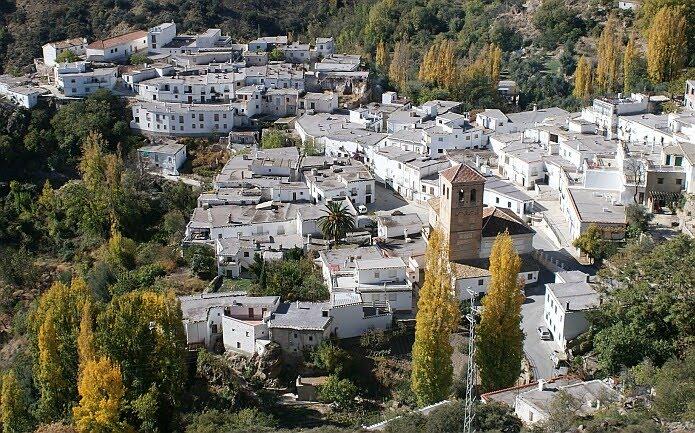 View of Cástaras from the Ruta Medieval - foto: casa rural El Paraje