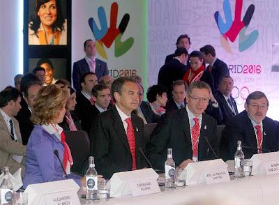 http://3.bp.blogspot.com/_WfKuaRVqTzo/SgfoKm0vDJI/AAAAAAAAXgI/8qzYUSc6hvo/s400/Alejandro+Blanco,+Aguirre,+Zapatero,+Gallard%C3%B3n,+Lissavetzky+y+Pilar+de+Borb%C3%B3n,+durante+la+presentaci%C3%B3n+de+la+candidatura+ante+el+COI..jpg