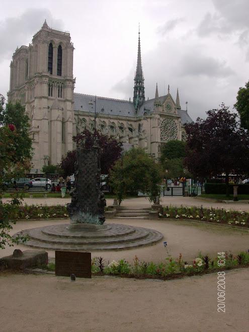 Jardim da igreja de Saint Julien le Pauvre