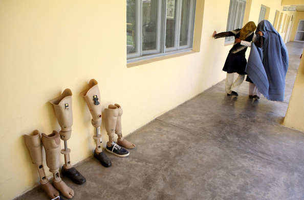 [Landmine+Victims+Receive+Tretment+ICRC+Rehabilitation+8FANoUBQWfYl.jpg]