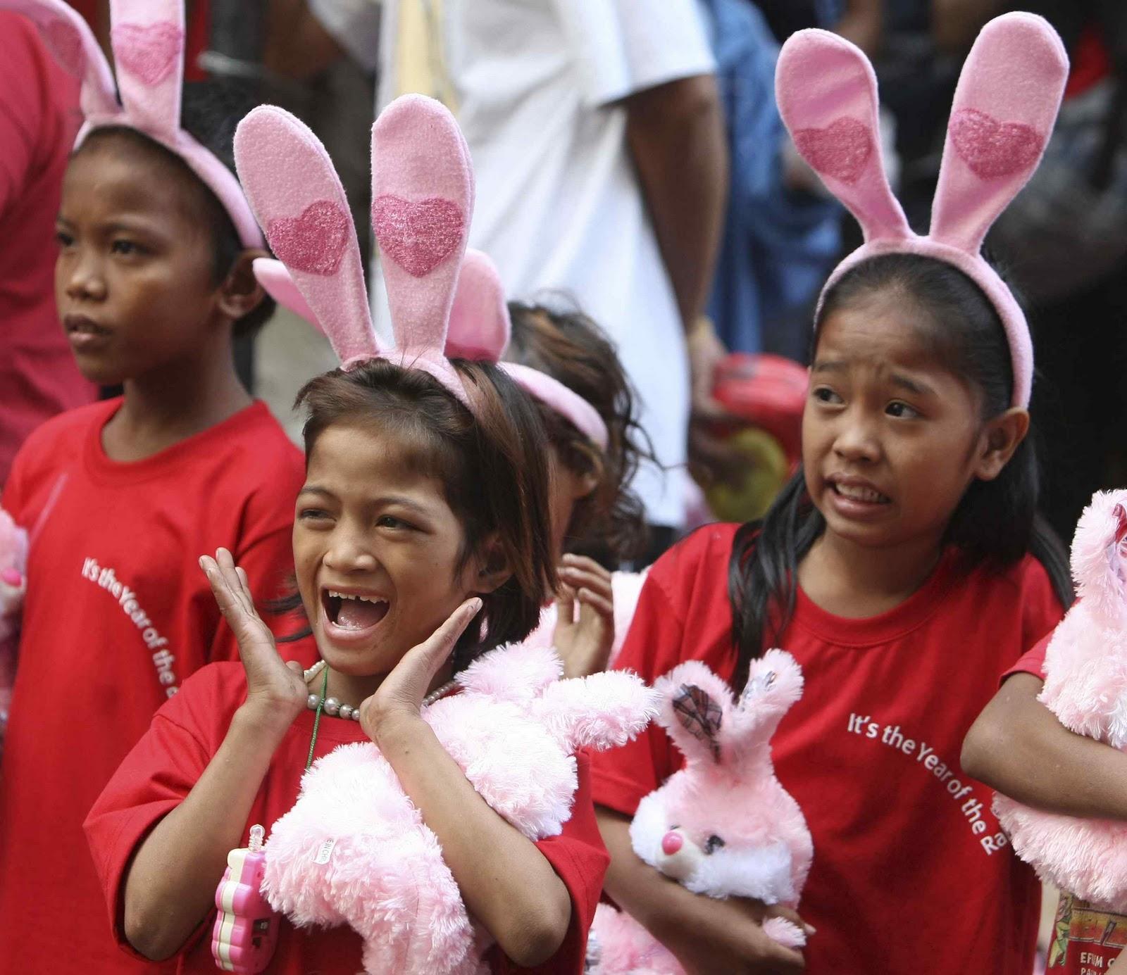 http://3.bp.blogspot.com/_WjviWf8OeLI/TUrffjwCcXI/AAAAAAAAAHo/YN5KEIcsryA/s1600/Philippines+Rabbit+ears.jpg