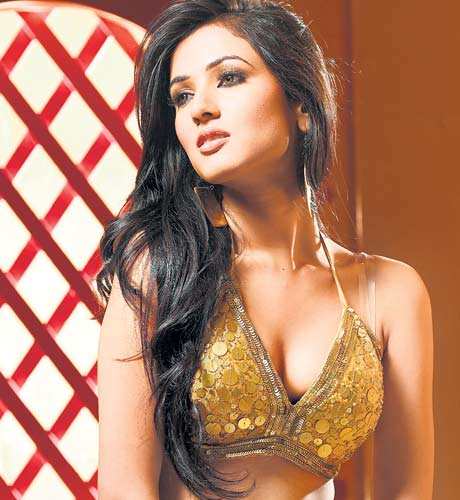 Sonal Chauhan Very Hot Photos
