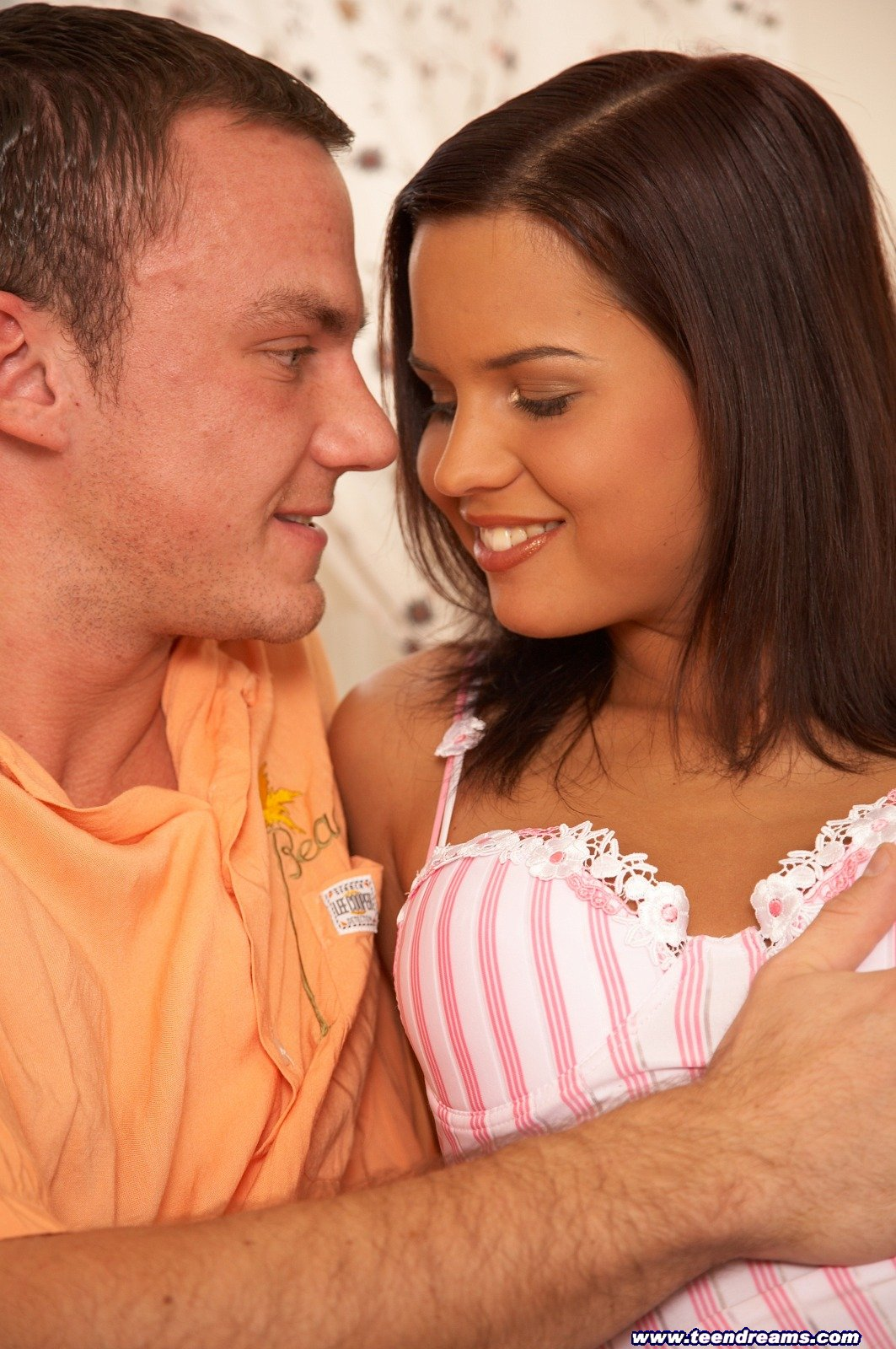 picture 1 Q: What did the Hooters Store Manager tell the applicant when she applied ...