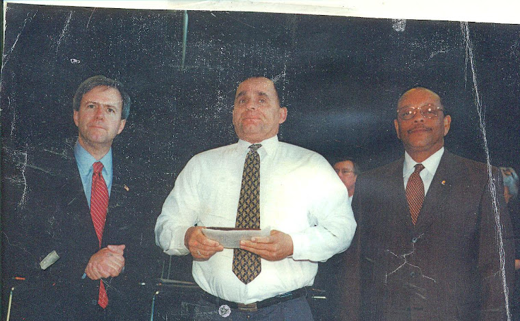 The mayor of Nashville-Police Chief-2002 Good Citizenship Award
