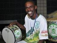 Mestre Jonas está na Europa dando aulas de percussão