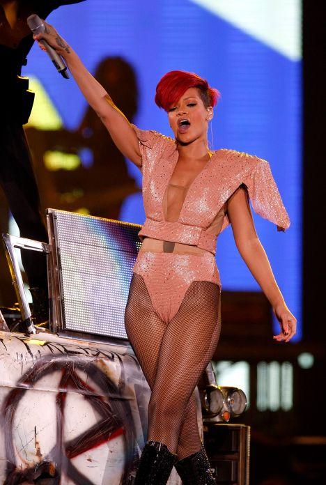 Rihanna camel toe