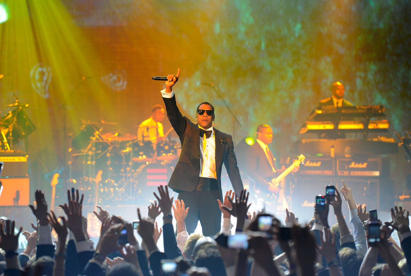 http://3.bp.blogspot.com/_Wplv5-05z-c/TSEnzQiG6kI/AAAAAAAABsM/TdqQGrfVEco/s1600/image-1---jay-z-performs-at-the-cosmopolitan-of-las-vegas--new-years-eve-and-grand-opening-celebration.-credit-ethan-miller-wireimage-1293936537.jpg