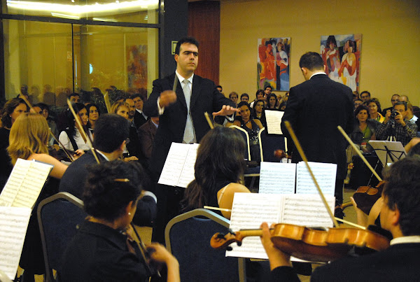 Francisco Amaya dirigiendo a la OASB