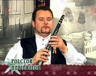 "In ""Folclor Nepieritor"""
