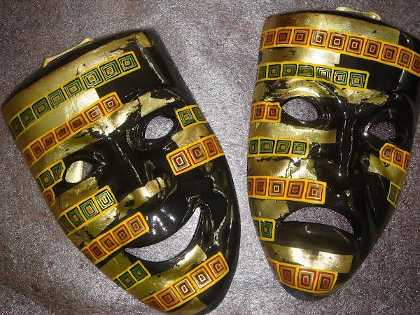masti din ceramica pictate, unele cu foita de aur
