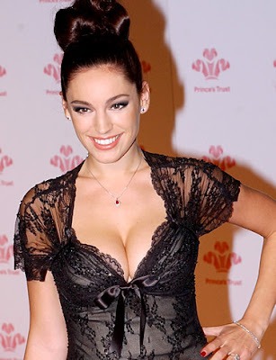hot Kelly Brook showing her cleavage