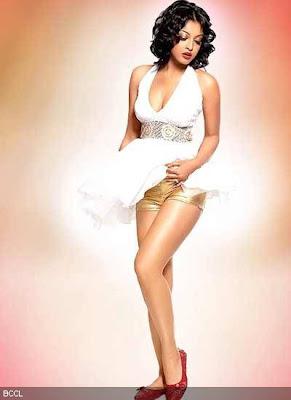 hot Tanushree Dutta upskirt showing panty