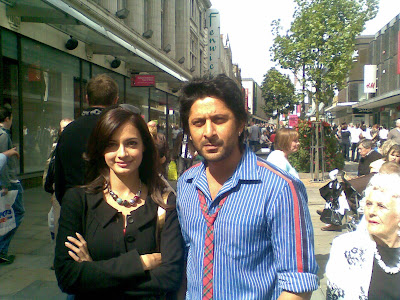 Hot Dia Mirza, Arshad Get Cozy In London