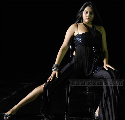 Namitha looking hot in Tamil movie Azhagana Ponnuthan