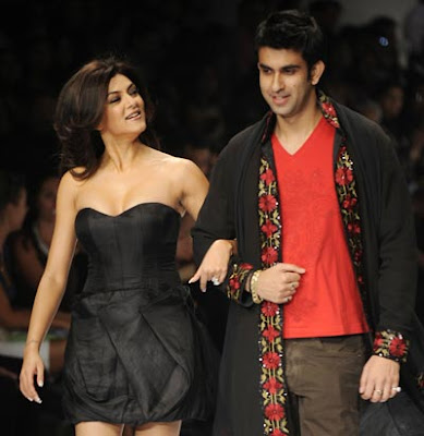 Sushmita Sen Walks the Ramp for Sanjana Jon at IFW
