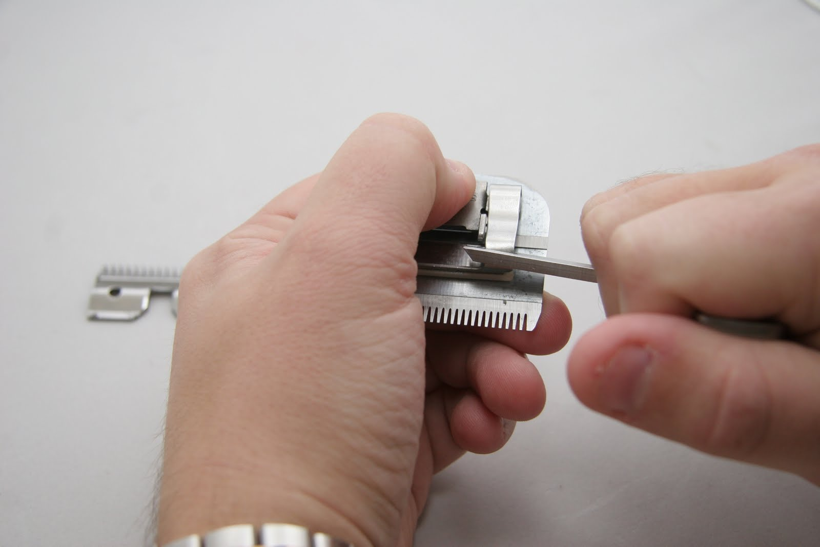 Регулировка ножей на машинке для стрижки волос