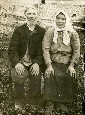 Старый дед любит ласкать свою бабку 5 фотография