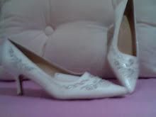 mis zapatos bordados blancos usados