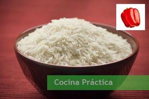 Arroz y pimiento, ingredientes principales de esta receta de comida sencilla y económica.