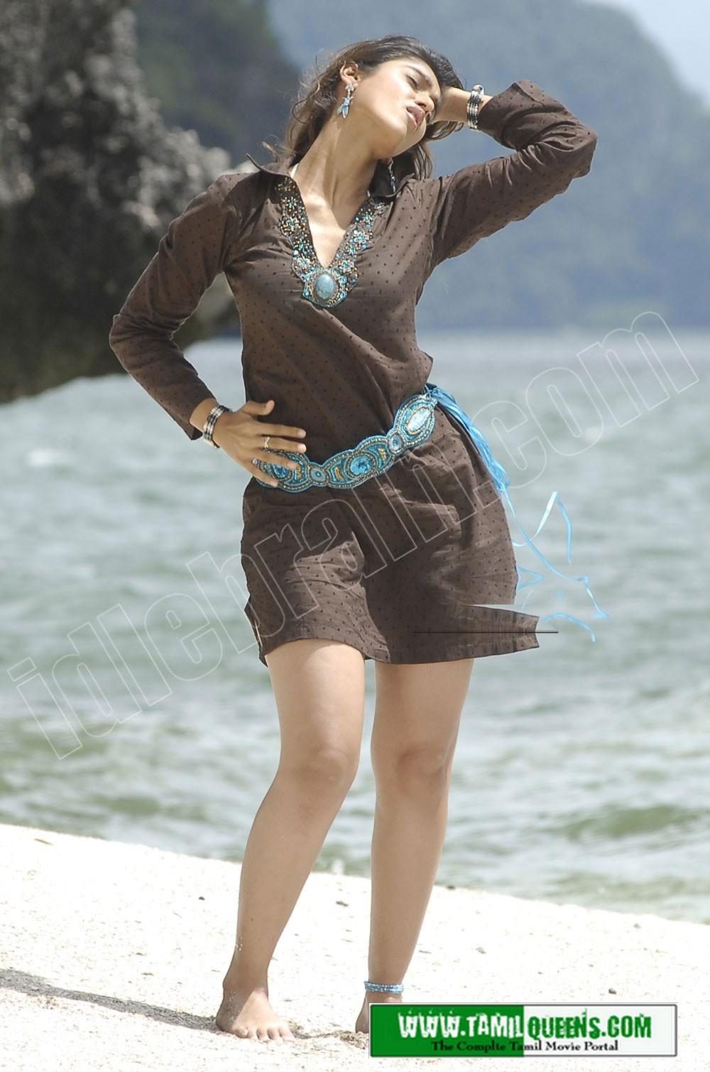 , ILeana Hot Beach Stills