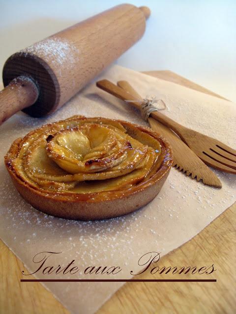 tarte aux pommes sur fond de compote