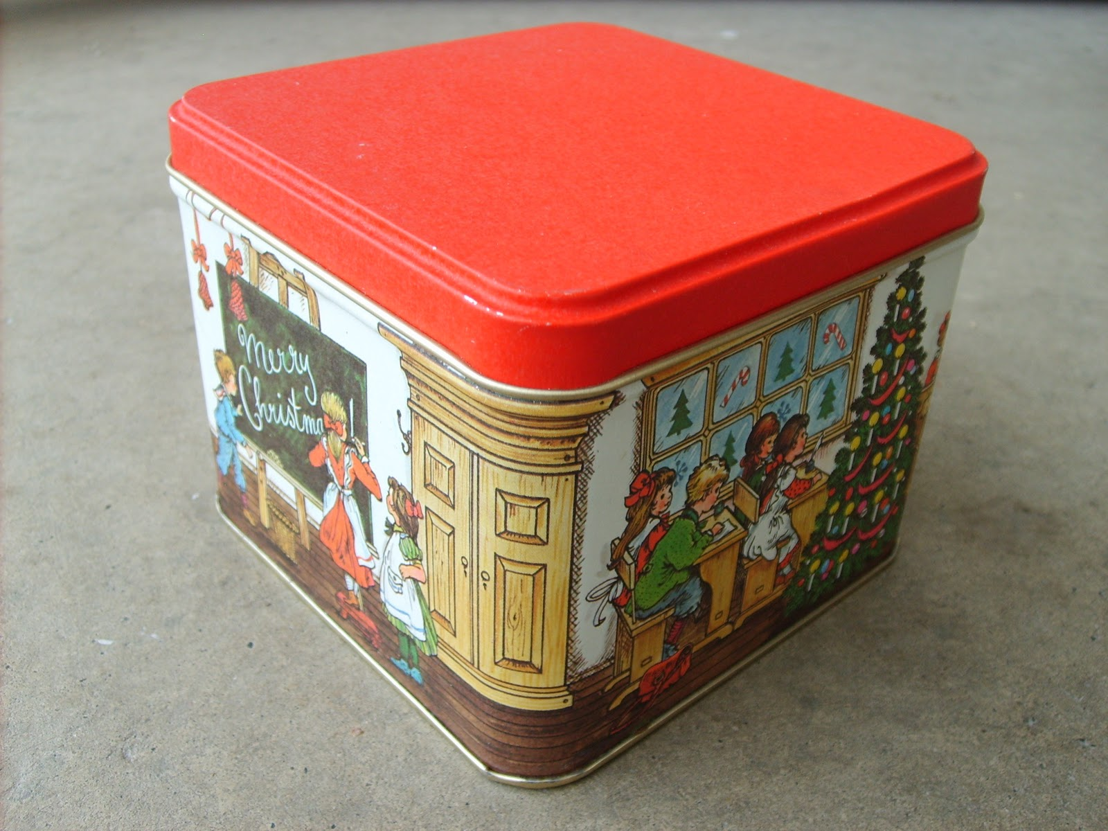 the red kitchen: Christmas Tins--cheap, easy, and reusable wrapping