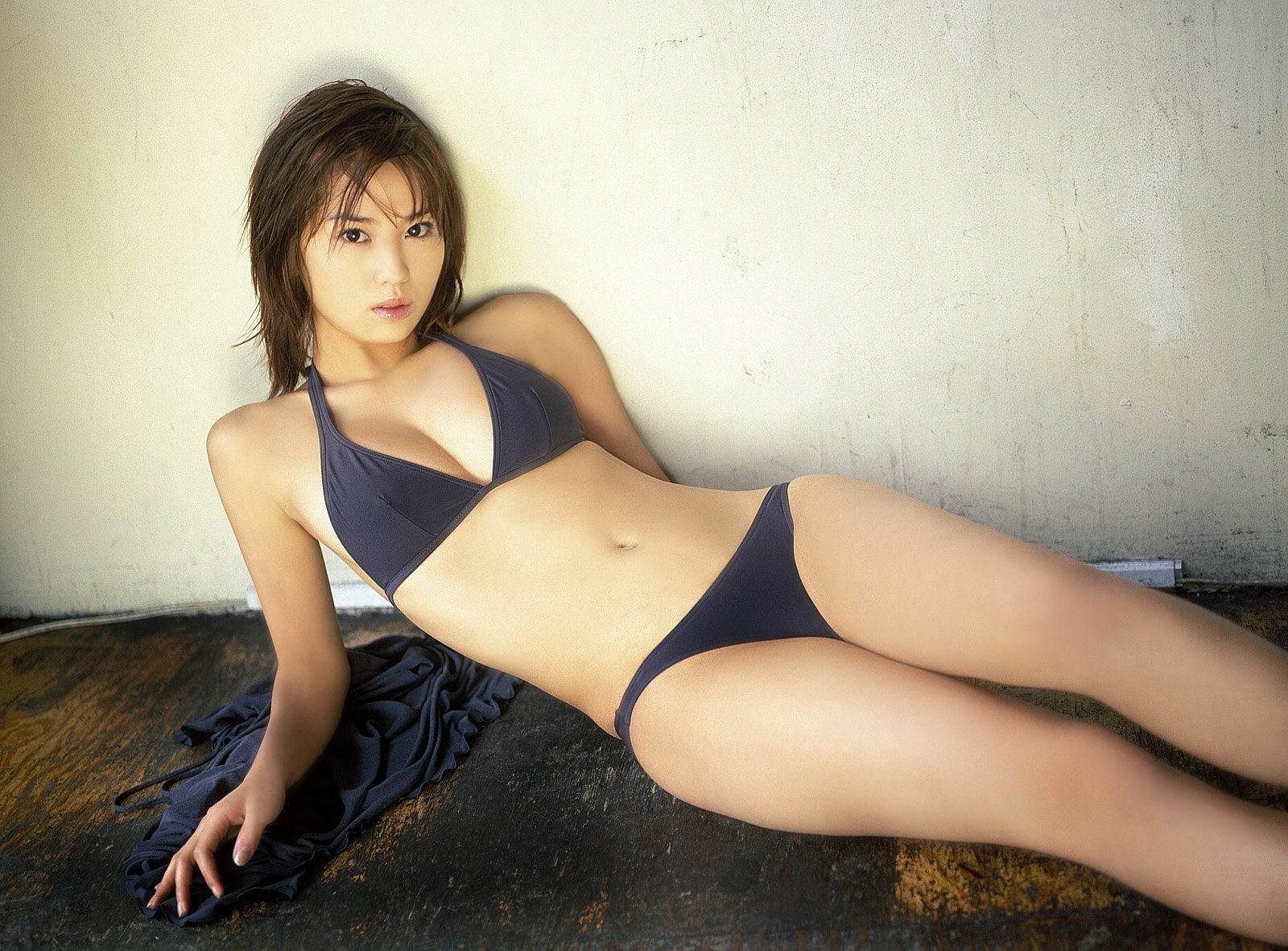 Sexy Japanese Yui Ishikawa in a soft bikini topYui Ishikawa