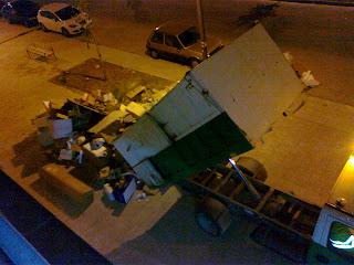 camion descargando basura