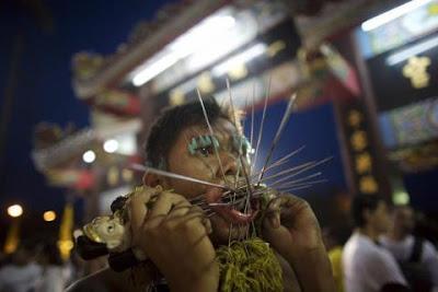 9piercing nadeln DW  676946g Extreme Piercing   Phuket Vegetarian Festival...