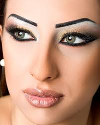 how to make eyes look further apart with makeup