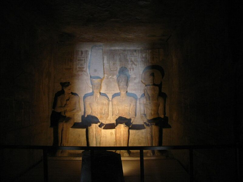 http://3.bp.blogspot.com/_X4qe7-HyiEs/TG4MaEA2WSI/AAAAAAAADO4/mF3Yrpd_rJE/s1600/33_20030527_Inner_sanctuary_Great_Temple_of_Abu_Simbel.jpg