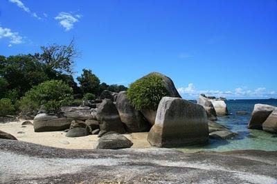 Bebatuan di Tanjung Kelayang, tidak jauh berbeda dengan di Tanjung Tinggi
